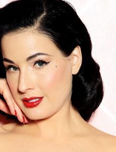 DitaVonTeese_Signature look Elisa Bonandini Image Consulting